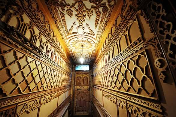 Hallway decorated in wood carving